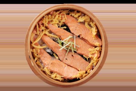 MUS MUS「村上の鮭のわっぱ飯」